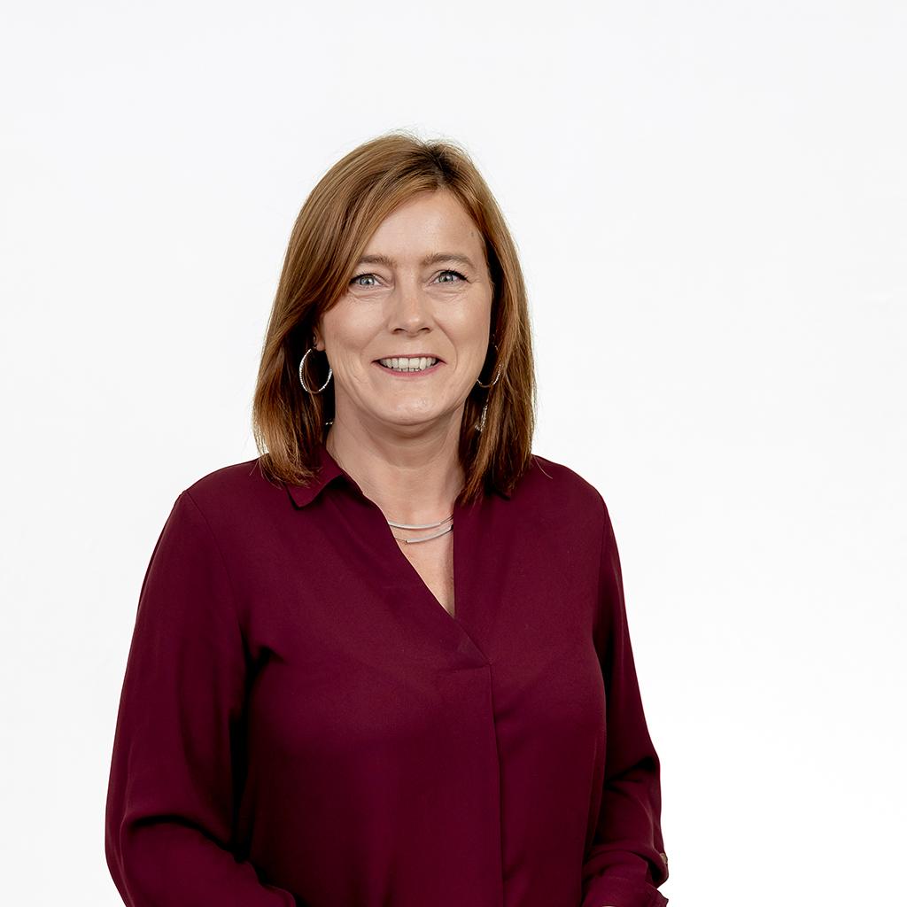 Porträt Diana Schönewerk, Rechtsanwaltsfachangestellte und Mitarbeiterin von Rechtsanwalt Sven Haak von der Kanzlei Bach Wandner Haak Erfurt